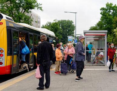 6 ćwiczeń, które możesz wykonywać w autobusie albo na przystanku. Nikt...
