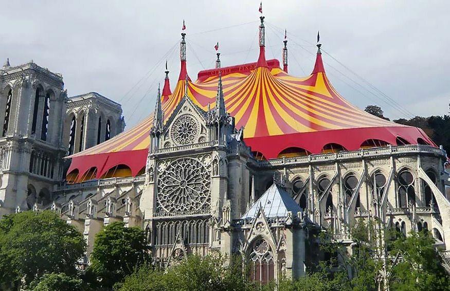 Notre Dame jako cyrk