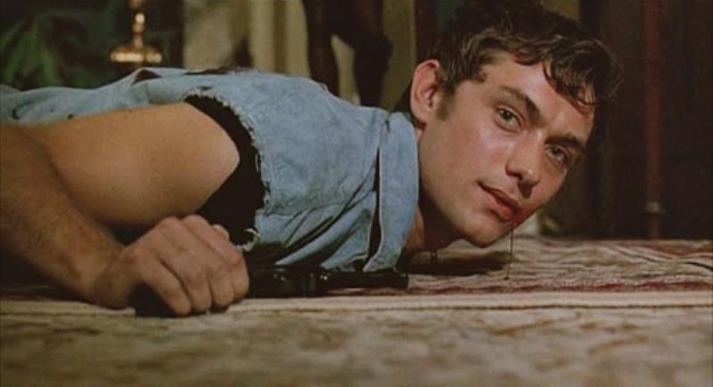 """Jude Law w filmie """"Północ w ogrodzie dobra i zła"""" (1997)"""