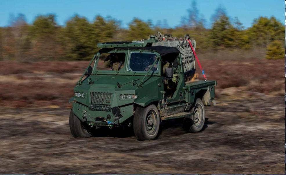 AERO 4x4 15 pierwszych egzemplarzy AERO 4x4 (wraz z 15 przyczepami) trafiło do 6. Brygady Powietrznodesantowej im. gen. bryg. Stanisława Sosabowskiego w Krakowie.