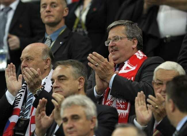 Polakom nie pomógł nawet doping w wykonaniu pierwszego kibica RP (fot. EPA/FILIP SINGER/PAP)