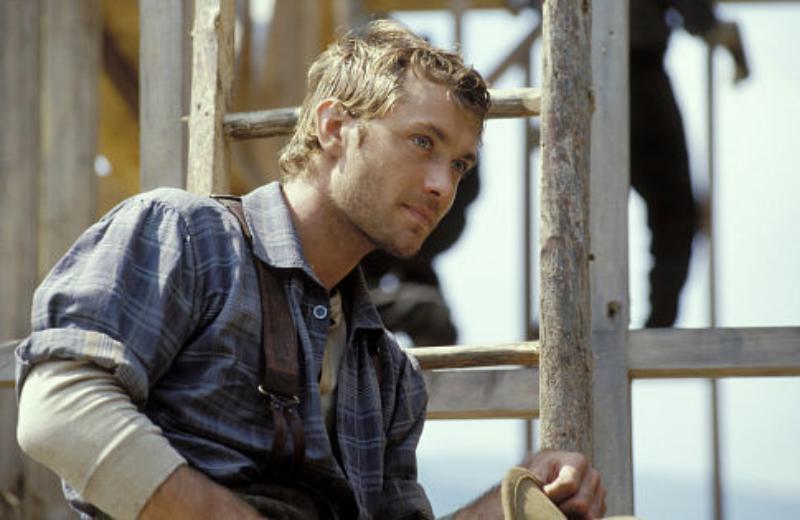"""Jude Law w filmie """"Wzgórze nadziei"""" (2003)"""
