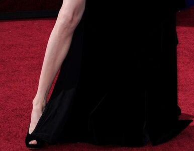 Noga Angeliny Jolie ma... profil na Twitterze