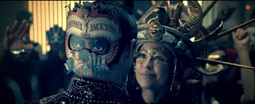 """Screen z teledysku """"Behind the Mask"""""""
