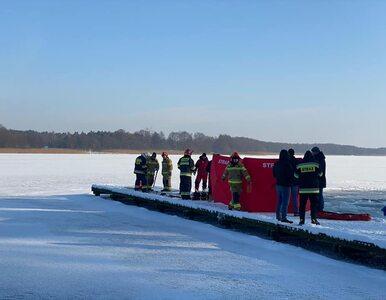 Mężczyzna utonął podczas morsowania. Próbował przepłynąć pod lodem na...