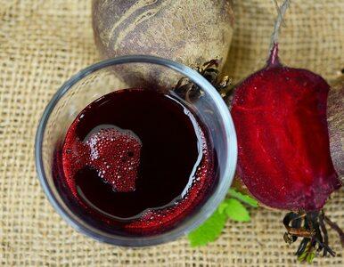 Rozgrzewający i idealny na przeziębienia. Jak zrobić sok z kiszonych...