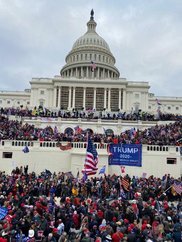 Demonstranci przed Kongresem