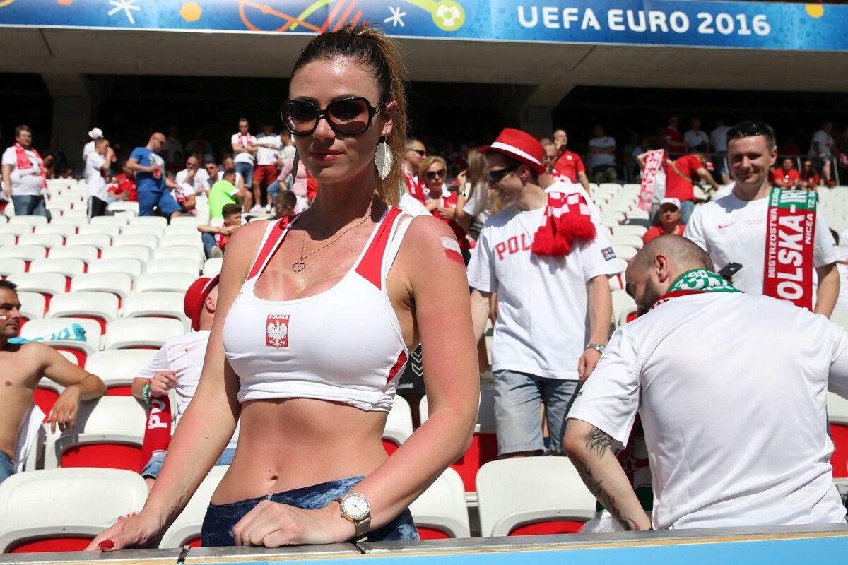 Kibicka reprezentacji Polski na Euro 2016 Kibicka reprezentacji Polski na Euro 2016