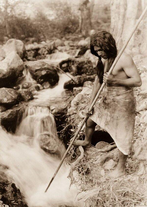 Rybak z plemienia Hupa