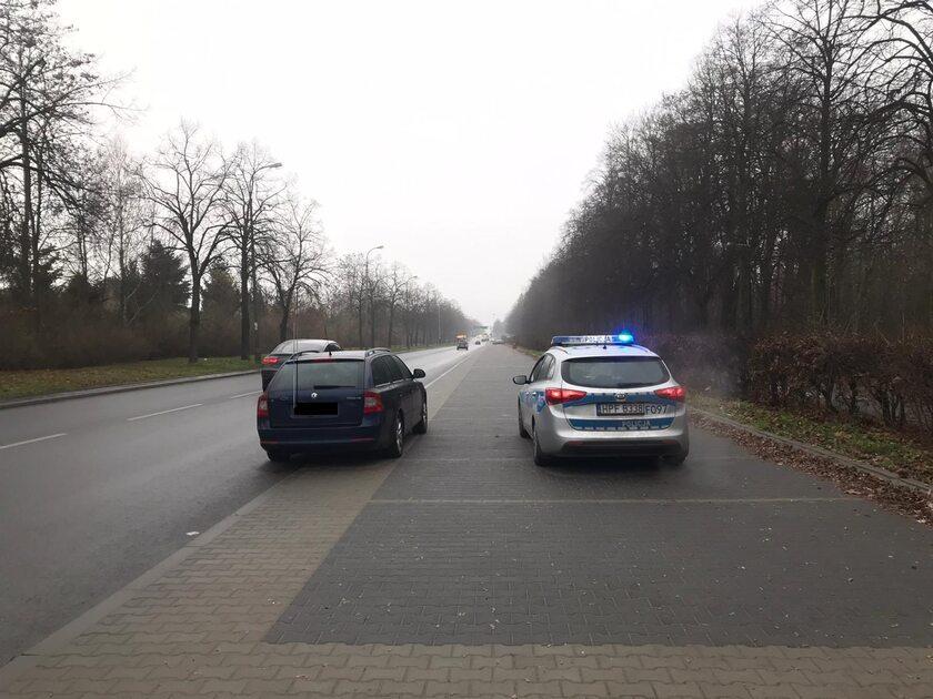 Kierowca Octavii wpadł, bo robił zdjęcia policjantom