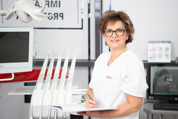 dr Urszula Jarosz, stomatolog iimplantolog zwarszawskiej kliniki stomatologicznej Varsovia Dental