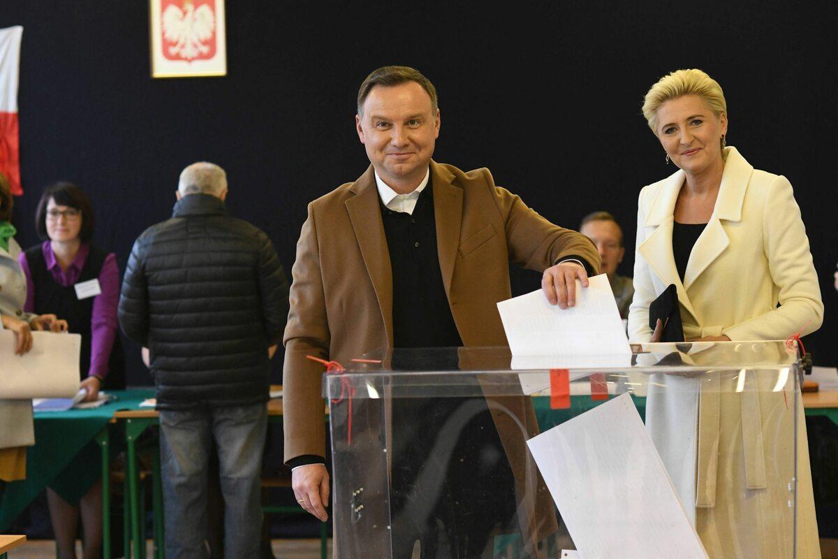 Prezydent Andrzej Duda z żoną głosowali w Krakowie