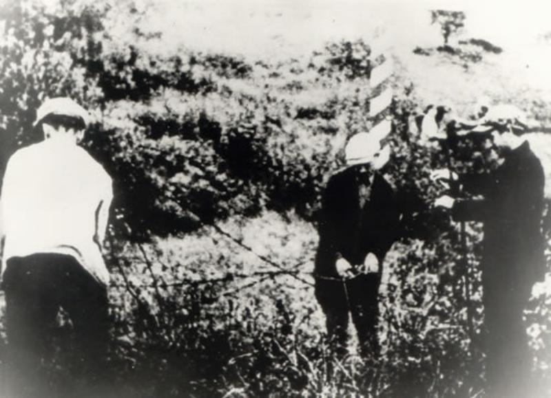 Obalenie słupów granicznych w rejonie Radoszkowicz, 17 września 1939 r.