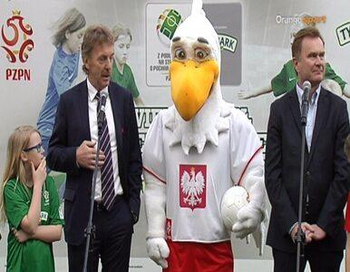 """Boniek pokazał """"Bielika"""". Oto nowa maskotka reprezentacji Polski"""