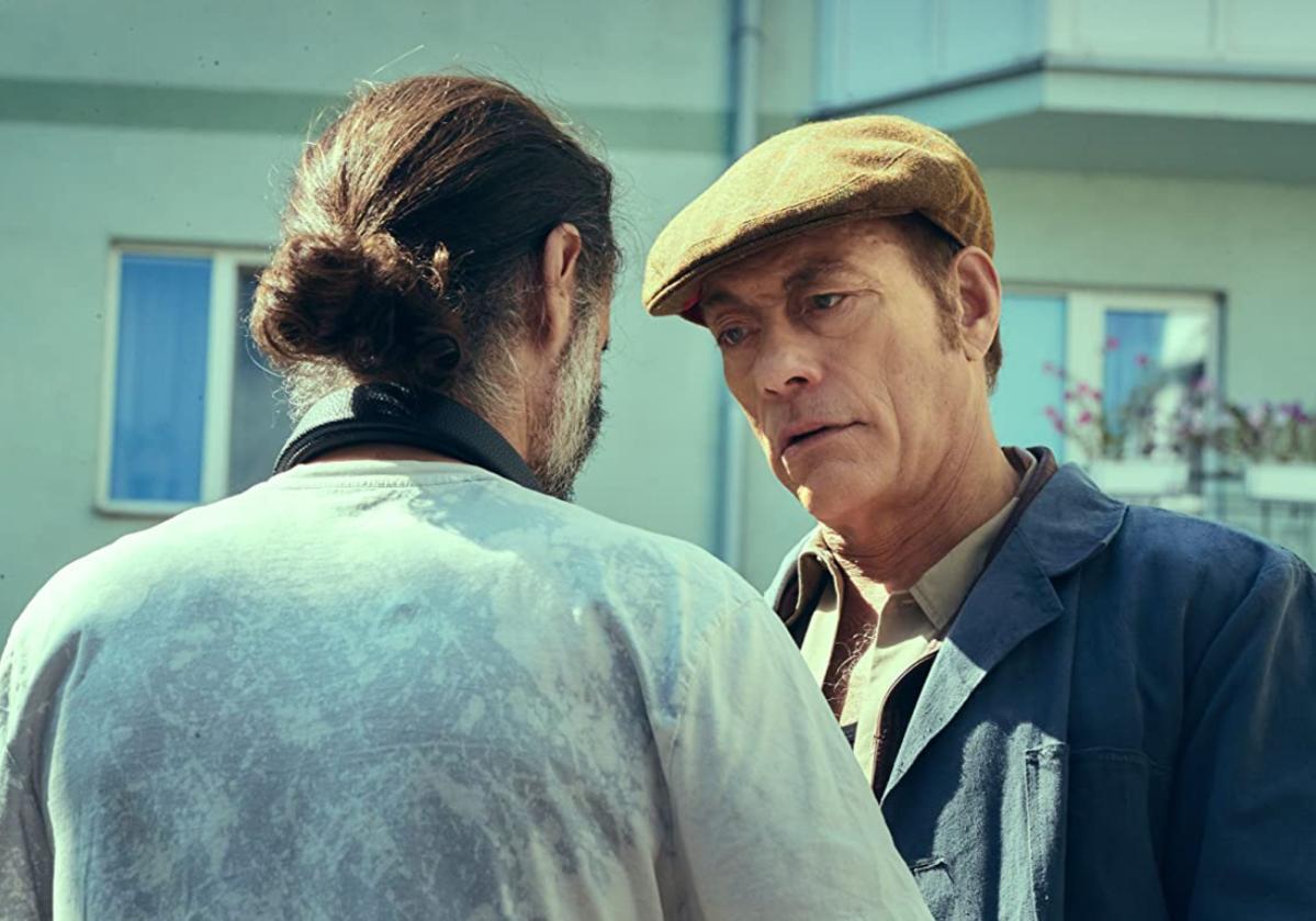 """Kadr z filmu """"Ostatni najemnik"""" (ang. """"The Last Mercenary"""")"""