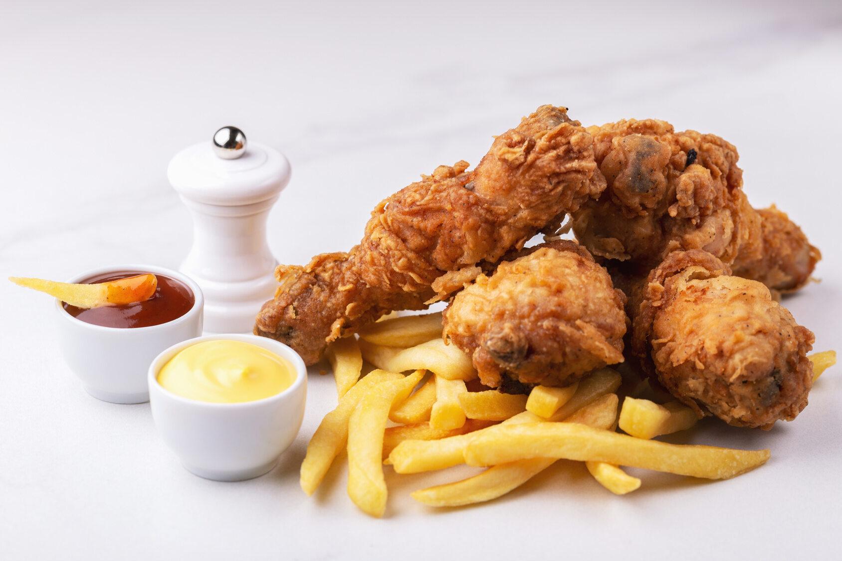 Kurczak z KFC i tort z truskawkami to jedna z tradycji, która zadomowiła się w...