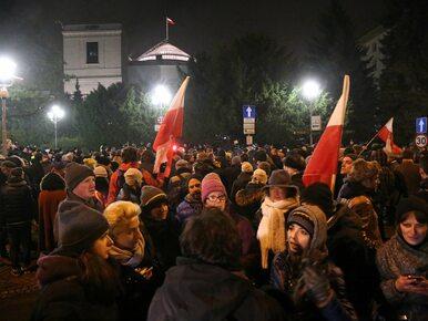 """Polska na okładce """"Financial Times"""": Ustawa budżetowa przyjęta..."""