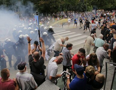 Brali udział w zamieszkach w Białymstoku. Policja szuka tych mężczyzn