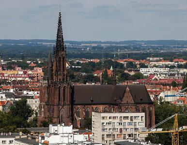Koronawirus, zdaniem wrocławskiego księdza, to kara za homoseksualizm,...