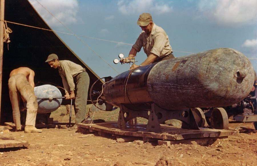 Konserwacja torped Mark XIII na Okinawie (6 maja 1945 r.)
