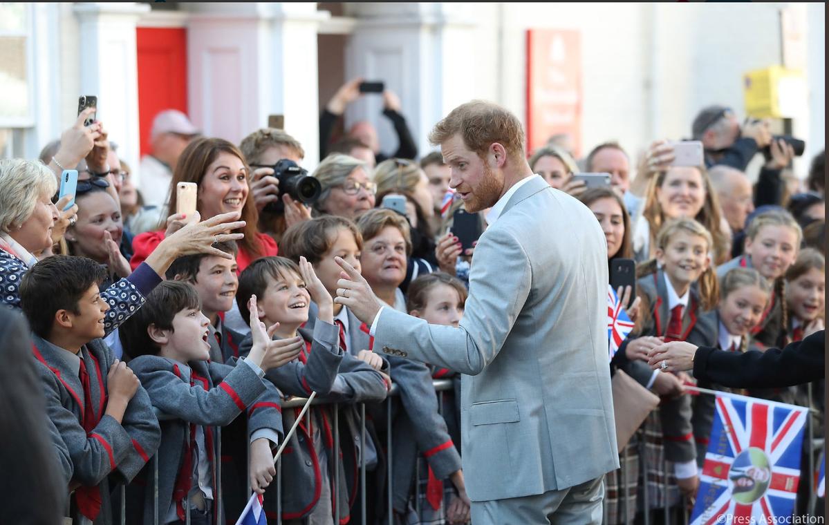 Para książęca podczas wizyty w hrabstwie Sussex