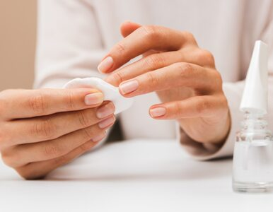 Aceton rozpuszcza nie tylko lakier, ale i płytkę paznokcia? Prawdy i mity