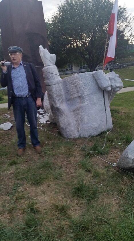 Zdjęcie z obalenia pomnika Berlinga