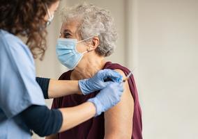 Trzecia dawka szczepionki na COVID-19. Wkrótce rusza rejestracja – co...