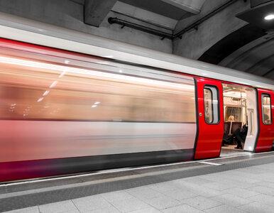 Warszawa. 19-latek rzucił się pod pociąg metra. Nie przeżył
