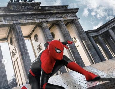 Spider Man zwiedza europejskie miasta. Tom Holland opublikował trzy...