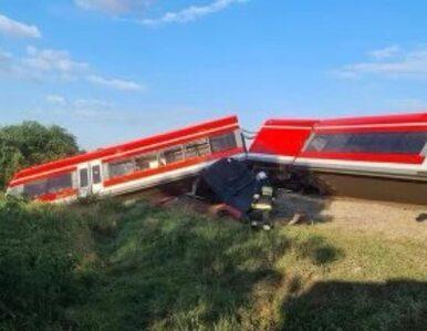 Kołbaskowo. Pociąg zderzył się z ciężarówką. Wykoleiły się dwa wagony
