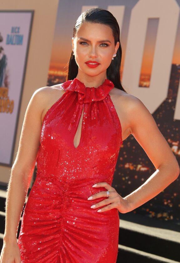 Adriana Lima w sukienkce od polskiej projektantki