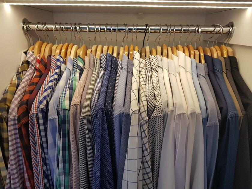 """Koszule proponowane posłom przez jednego z uczestników akcji """"Ubierz swojego posła"""""""