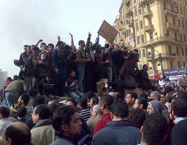 Demonstranci pozostają na placu Tahrir