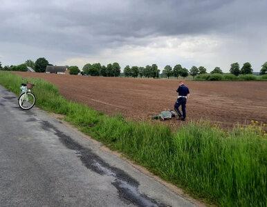 """Policjant na rowerze złapał uciekającego motocyklistę. Miętową """"damkę""""..."""