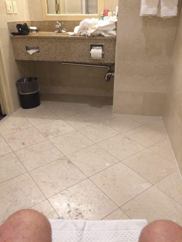 Łazienka dla ludzi o bardzo długich rękach
