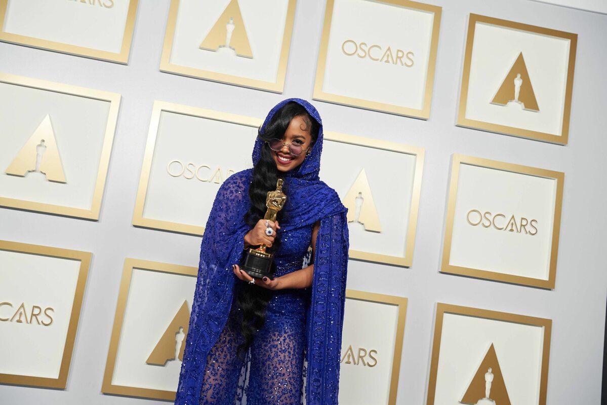 H.E.R. z Oscarem