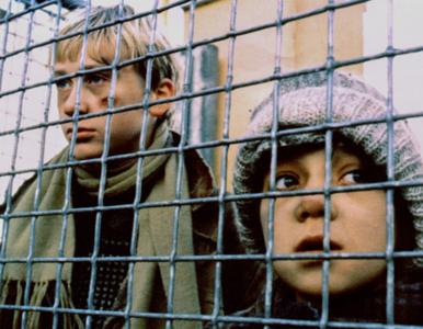 QUIZ. 10 kultowych, polskich filmów. Czy rozpoznasz je wszystkie po...