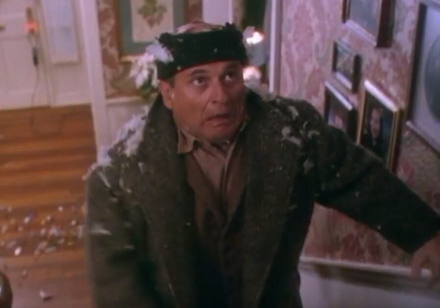 """Joe Pesci jako włamywacz z """"Kevin sam w domu"""""""