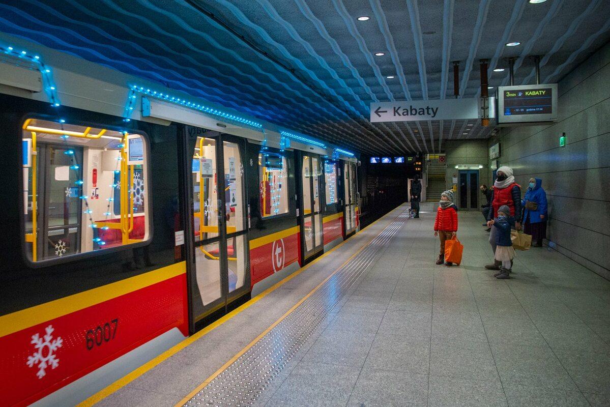Świąteczne metro w Warszawie