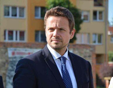 """Rafał Trzaskowski wyśmiewa """"bandę trolli"""" Patryka Jakiego. """"Toporne..."""