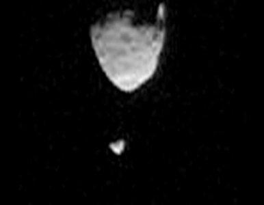 NASA pokazuje jak księżyc zasłania... księżyc. Na Marsie