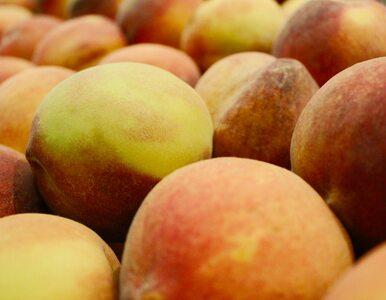 Włochata skórka brzoskwini – czy jest bezpieczna do spożycia?