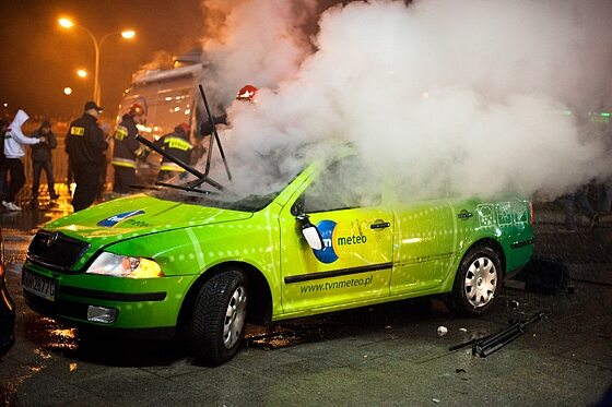 W Warszawie 11 listopada płonęły wozy transmisyjne... (fot. Jakub Czermiński)