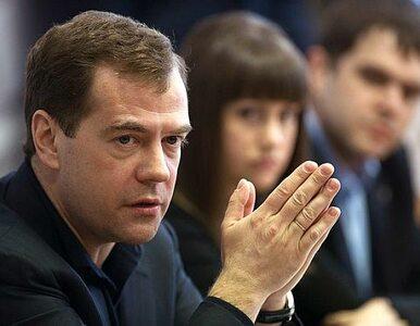 """Miedwiediew krytykuje Putina. """"To absolutnie niedopuszczalne"""""""