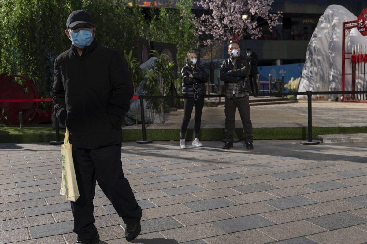Pustki na ulicach chińskich miast. Fotografowie publikują symboliczne zdjęcia
