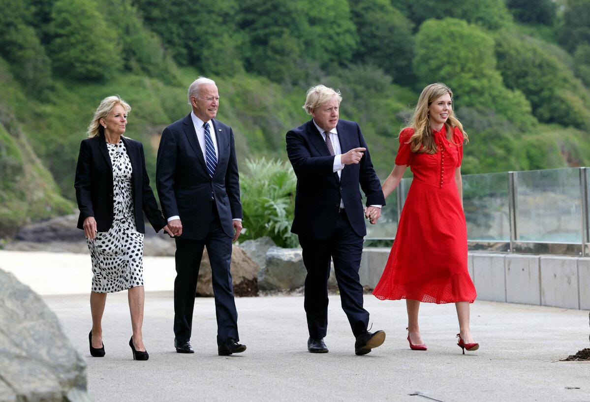 Joe i Jill Bidenowie oraz Boris Johnson z żoną