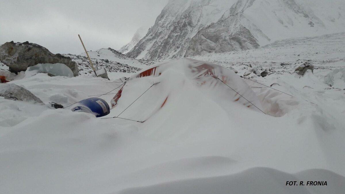 8 lutego pod K2