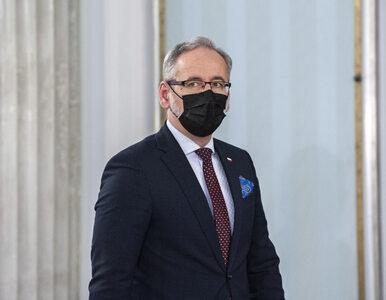 """Niedzielski: Wirus jest w odwrocie. Minister zaleca Polakom """"zapomnienie..."""