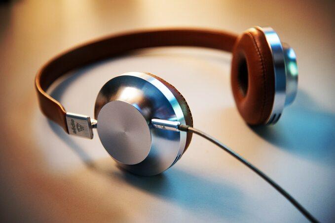 Słuchawki oldschool Storytel
